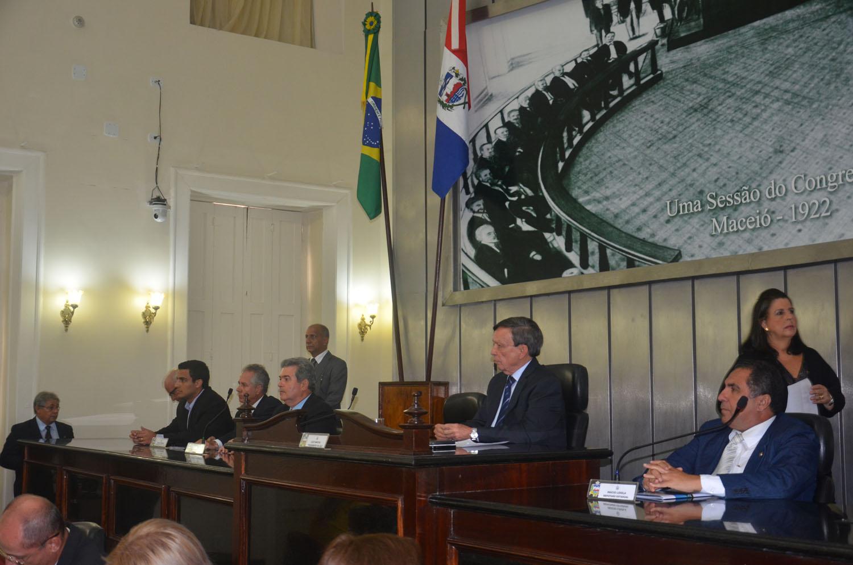 Formação da mesa durante Sessão Especial que debateu novas regras do Seguro-Defeso 2.jpg