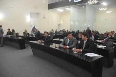 Doze deputados iniciaram a sessão plenária.JPG