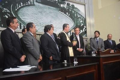 Deputados recepcionam imagem de Nossa Senhora Aparecida (2).JPG