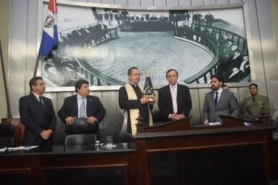 Deputados recepcionam imagem de Nossa Senhora Aparecida (3).JPG