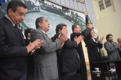 Deputados recepcionam imagem de Nossa Senhora Aparecida.JPG