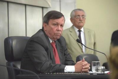 Deputado Luiz Dantas conduziu a sessão.JPG