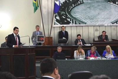 Gilvan Barros Filho anunciou a vinda do senador Aécio Neves.JPG