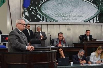 Deputado Pastor João Luiz discusando em plenário.JPG