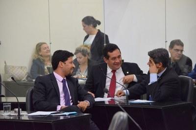 Onze deputados abriram a sessão.JPG