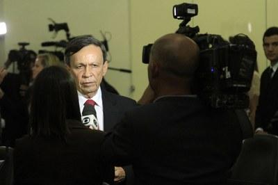 Deputado Luiz Dantas, presidente eleito, concede entrevista à imprensa.jpg
