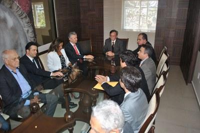 Presidente Luiz Dantas e 1º vice-presidente Ronaldo Medeiros reunidos com o coordenador Geral do Fórum de Combate à Corrupção, José Carlos Castro .jpg