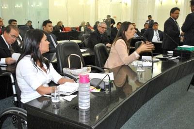 Deputada Jó Pereira durante sessão extraordinária.jpg