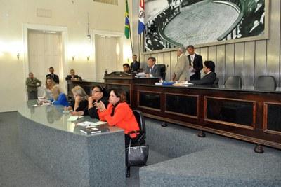 Presidente Luiz Dantas durante sessão extraordinária2.jpg