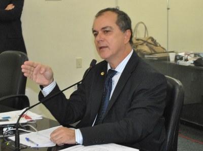 Deputado Ronaldo Medeiros durante sessão ordinária.jpg