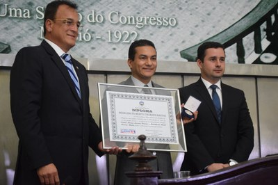 Advogado Marcos Pereira recebe Comenda Tavares Bastos.JPG
