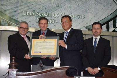 Deputados da Assembleia homenageiam senador Marcelo Crivella.JPG
