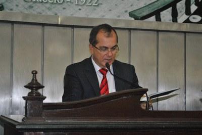 Deputado Ronaldo Medeiros conduziu a sessão.JPG