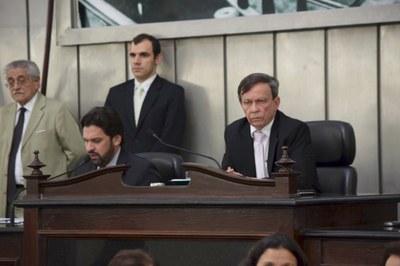 Deputados Luiz Dantas e Isnaldo Bulhões conduziram a sessão.JPG