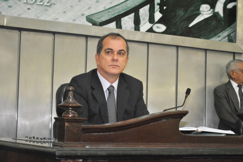 Deputado Ronaldo Medeiros presidindo a sessão.JPG