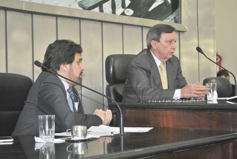 Deputados Isnaldo Bulhões e Luiz Dantas conduziram a sessão.JPG