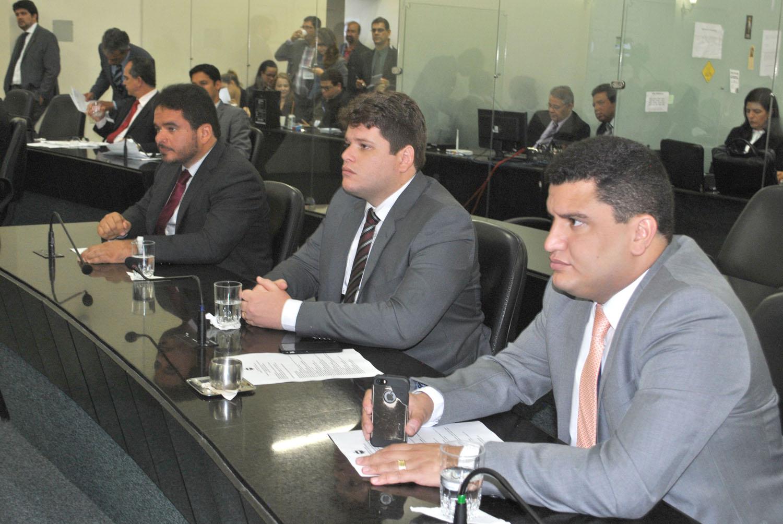 Deputados Marquinhos Madeira, Davi Davino Filho e Marcelo Victor.JPG