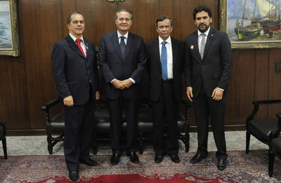 Deputados Luiz Dantas, Ronaldo Medeiros e Isnaldo Bulhões reunidos com o presidente do Senado Renan Calheiros.jpg