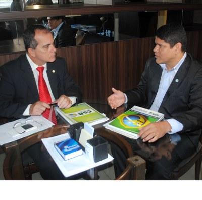 Reunião deputado Ronaldo Medeiros com representante da Central Sindical Brasileira 2.jpg
