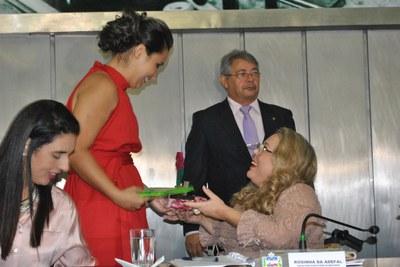 Secretária Rosinha da Adefal durante sessão especial em comemoração ao Dia Internacional da Mulher 2.jpg