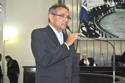 Rostand Lanverly discussando em plenário.JPG