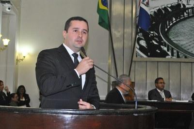 Deputado Bruno Toledo durante sessão ordinária.jpg