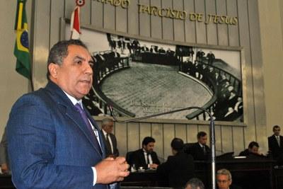 Deputado Inácio Loiola durante sessão ordinária.jpg