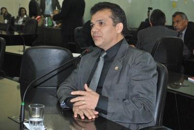 Deputado Ricardo Nezinho durante sessão ordinária.jpg