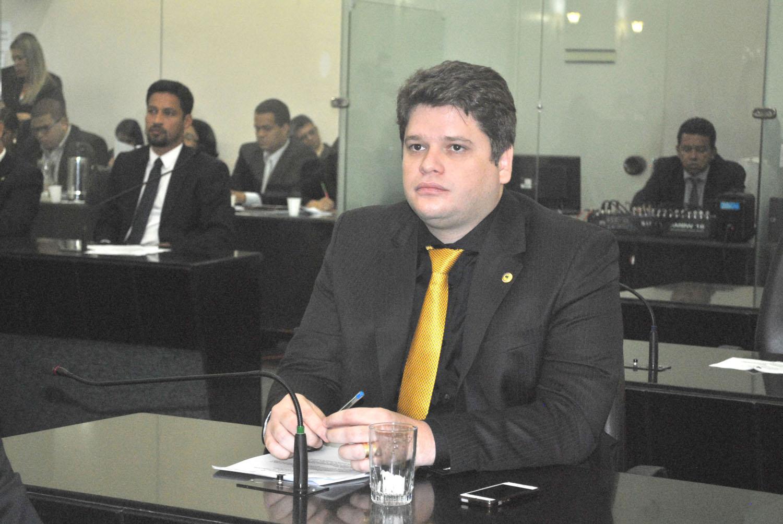 Deputado Davi Davino Filho em sessão plenária.JPG