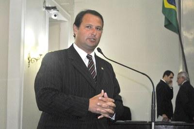 Deputado Dudu Hollanda faz discurso de homenagem ao ex-governador Divaldo Suruagy.JPG