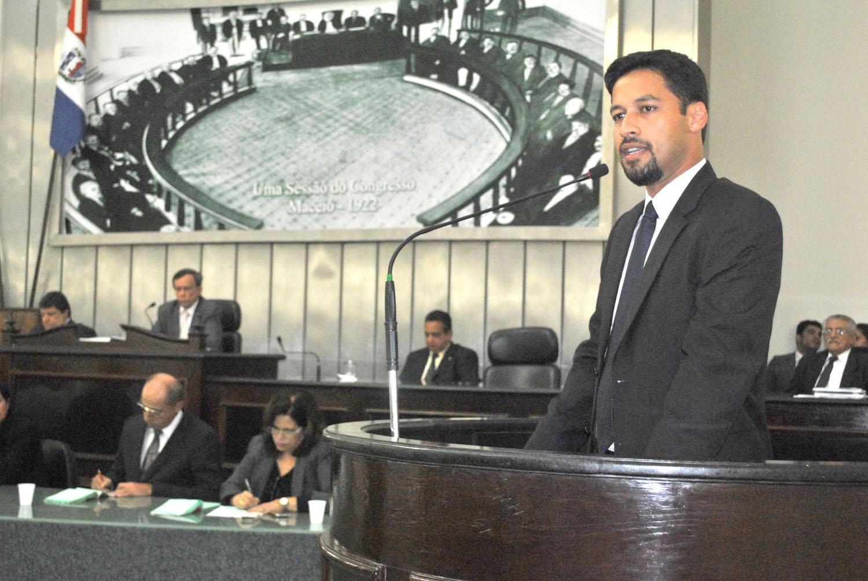 Deputado Rodrigo  Cunha elogia Governo do Estado de vetar 'Passe Livre'.JPG