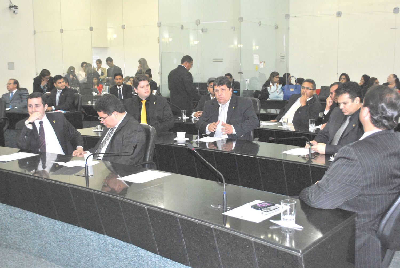 Deputados em sessão plenária desta quarta-feira.JPG