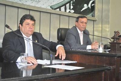 Deputados Luiz Dantas e Edval Gaia na sessão.JPG