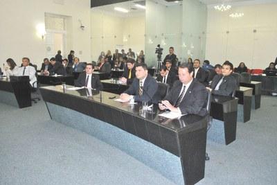 Sessão plenária de hoje contou com a presença de 23 deputados.JPG