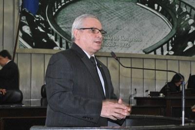 Deputado Pastor João Luiz (DEM) durante sessão ordinária.jpg