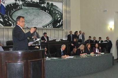 Deputado Galba Novaes durante sessão ordinária.jpg