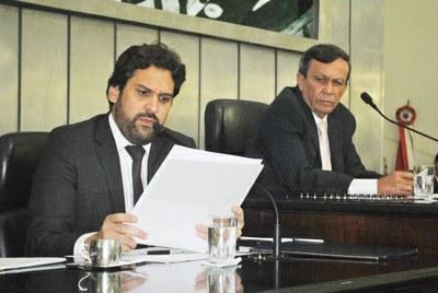 Deputado Isnaldo Bulhões durante sessão ordinária.jpg