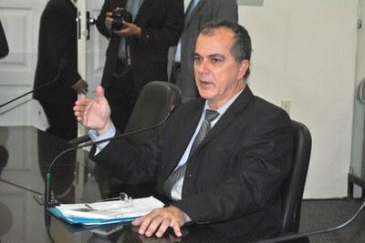 Deputado Ronaldo Medeiros na sessão plenária.JPG