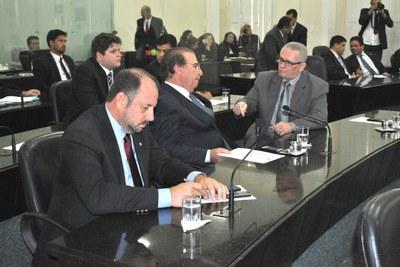 Deputados Antônio Albuquerque, Olavo Calheiros e Pastor João Luiz na sessão.JPG