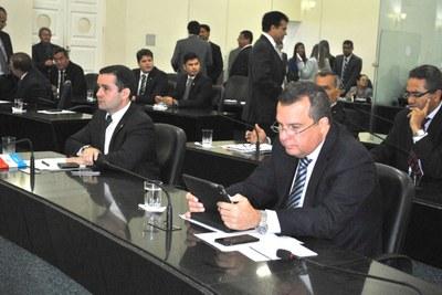 Deputados Bruno Toledo e Sérgio Toledo na sessão.JPG