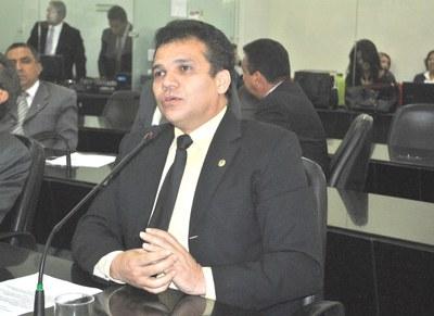 Deputado Ricardo Nezinho em pedido de aparte.JPG