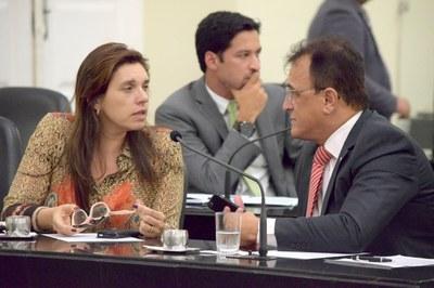 Deputada Jó Pereira conversando com Galba Novaes.JPG