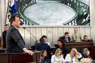 Deputado Galba Novaes discursando.JPG