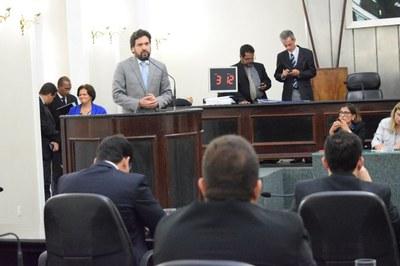 Deputado Isnaldo Bulhões durante discurso.JPG