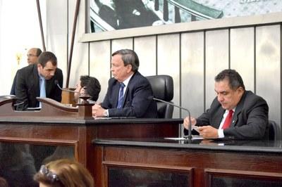 Mesa Diretora composta pelo presidente Luiz Dantas e os deputados Isnaldo Bulhões e Inácio Loiola.JPG