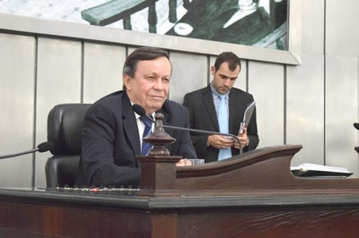 Presidente Luiz Dantes conduziu a sessão.JPG