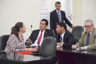 Nove deputados abriram a sessão.JPG