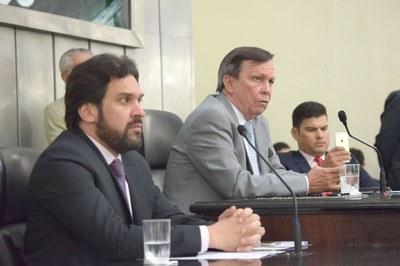 Mesa diretora foi conduzida pelos deputados Isnaldo Bulhões, Luiz Dantas e Jarizinho Lira.JPG