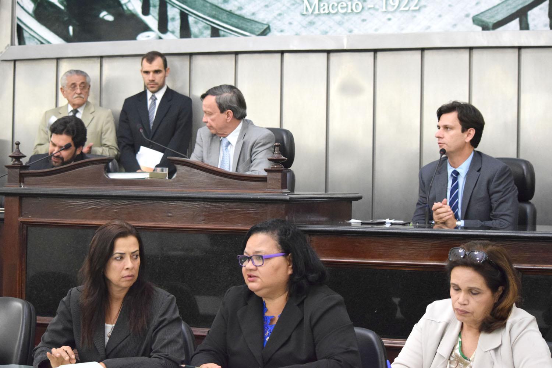 Mesa diretoria contou com presença do presidente da AMA Marcelo Beltrão.JPG