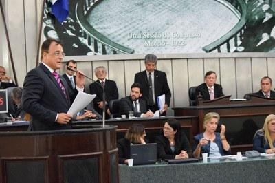 Deputado Galba Novaes faz uso da palavra na tribuna.JPG